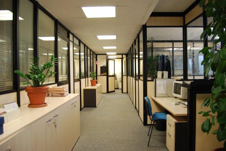 Pareti divisorie per uffici e arredamento delfino italia for Portale arredamento